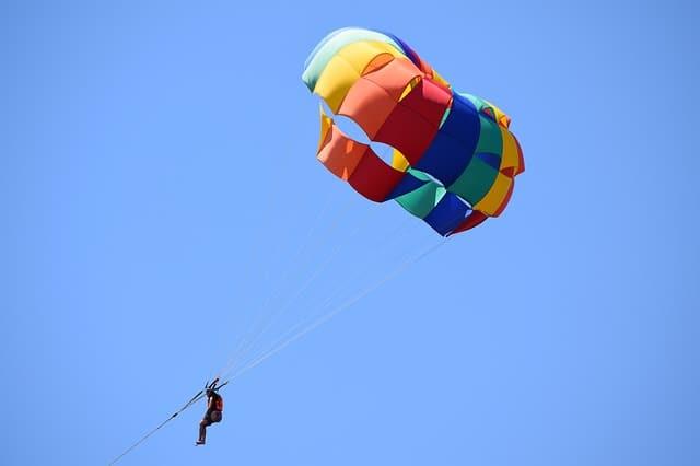 parasailing-1794934_640